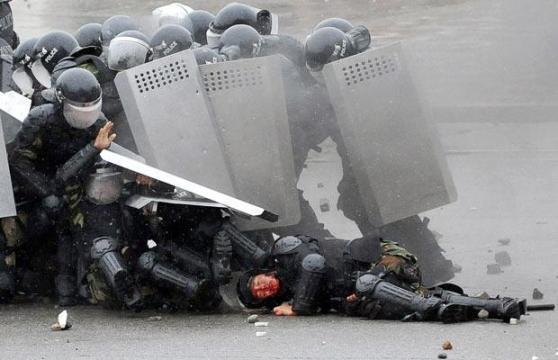 [Image: shot-policeman1.jpg]