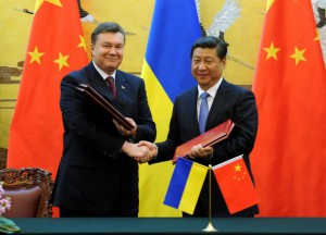 President Yanukovych meeting Chairman Xi Jinping in Beijing on December 5, 2013