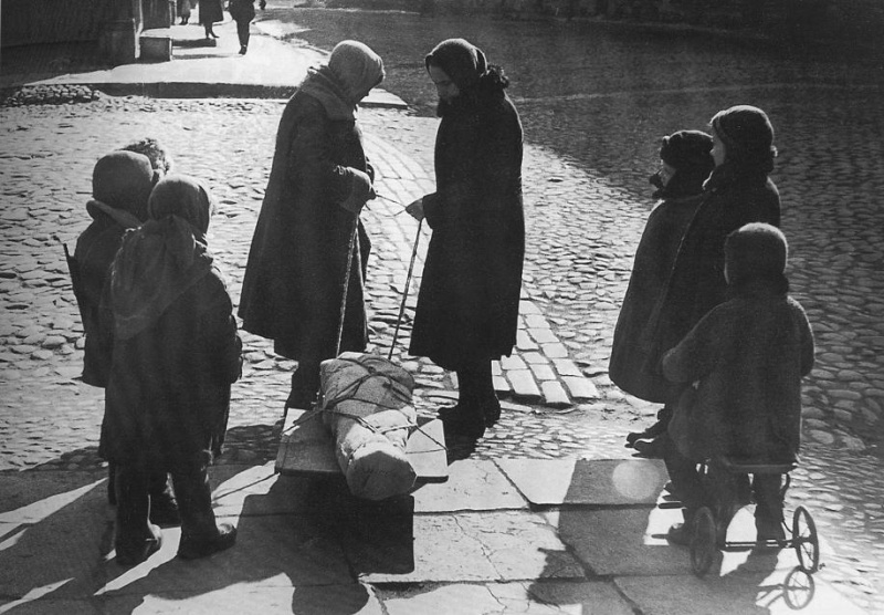 Leningrad. Early spring of 1942. Farewell to a classmate.