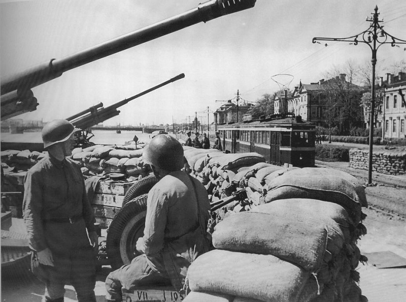 Antiaircraft defense emplacement on Universitetskaya emb, Summer 1942