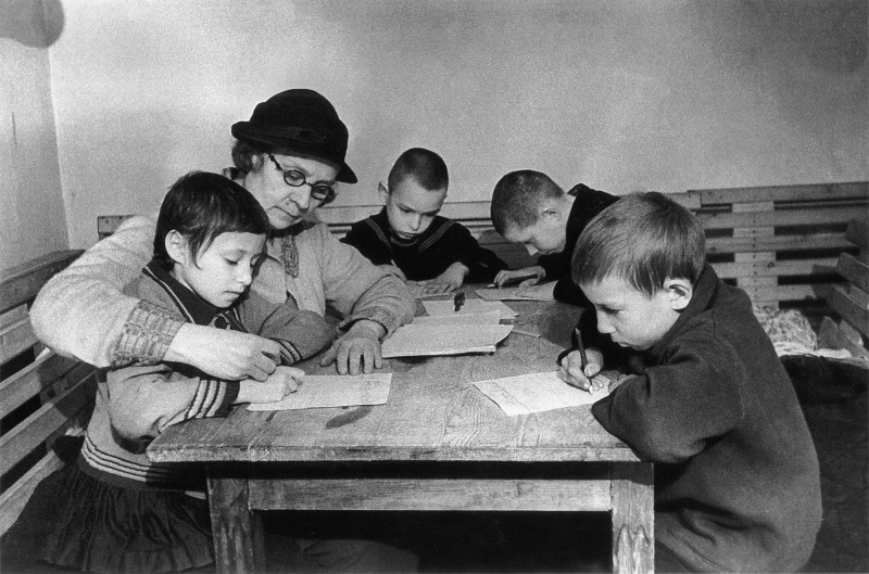 School-lesson in a bomb-shelter, 1942