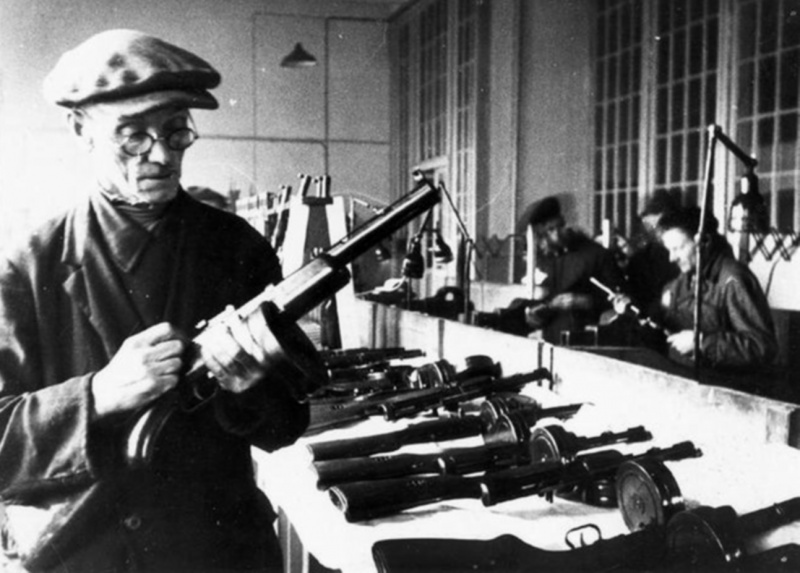 Assembling automatic guns at a Leningrad factory