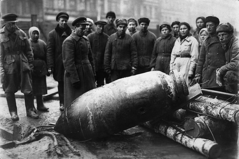 Deactivated German air bomb on a Leningrad street.