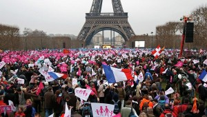 Protesters gather on the Champ de Mars near the Eiffel Tower in Paris, to rally against France's planned legalization of same-sex marriages, January 13, 2013. Photo: Reuters