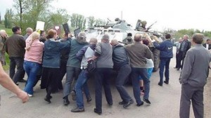 Residents of Kramatorsk (Donetsk Republic) trying to stop a Ukrainian pro-junta National Guard armoured vehicle, May 2, 2014.