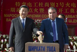 Chinese President Xi Jinping (L) and Tajik President Emomali Rahmon attend the completion ceremony of first-phase project of the Dushanbe No.2 power plant and the groundbreaking ceremony of second-phase project of the Dushanbe No.2 power plant in Dushanbe, capital of Tajikistan, Sept. 13, 2014.