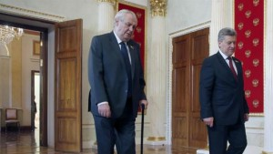 Czech President Milos Zeman (L) and Macedonian President Gjorge Ivanov (R) in Kremlin, 09 May 2015