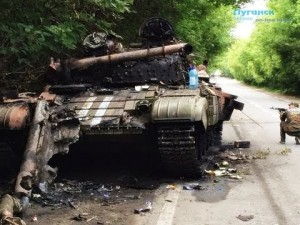 Burnt Ukrainian tank near Kransy Luch, Lugansk region, August 2014