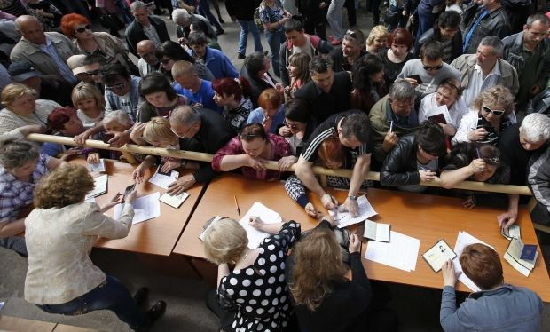 The Donetsk residents queueing to take ballot papers to vote for independence on referendum, May 11, 2014.