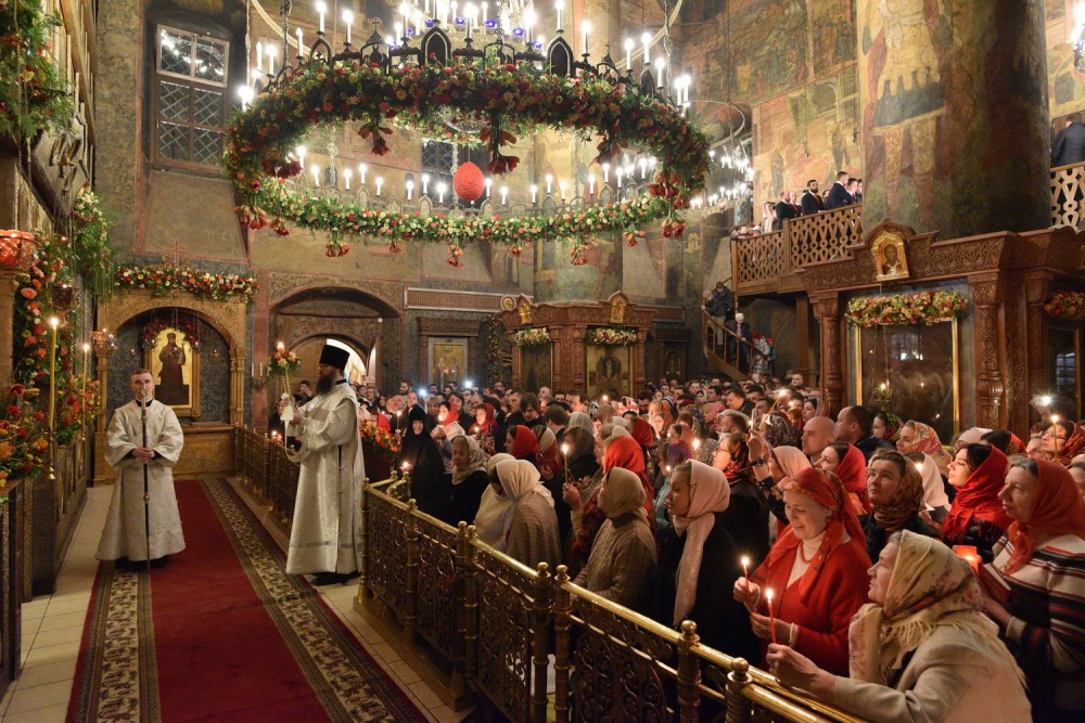 Easter vigil in the Sretensky monastery in Moscow, April 16, 2017.