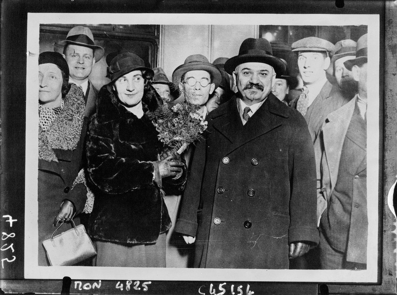 Amb. Ivan Maisky with his spouse arriving to London, 1932