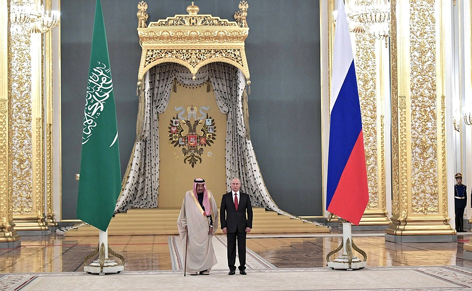 Vladimir Putin with King Salman bin Abdulaziz Al Saud at the official greeting ceremony