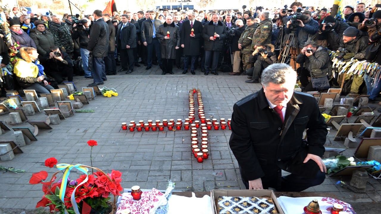 Poroshenko at Heavenly Hundred memorial in 2014