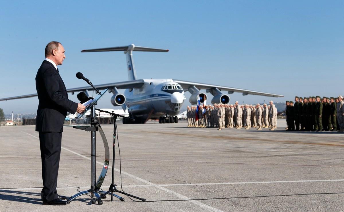 ブミミルプーチン大統領は、Hmeimim空港基地での軍事演説、シリア、Dec 11 2017