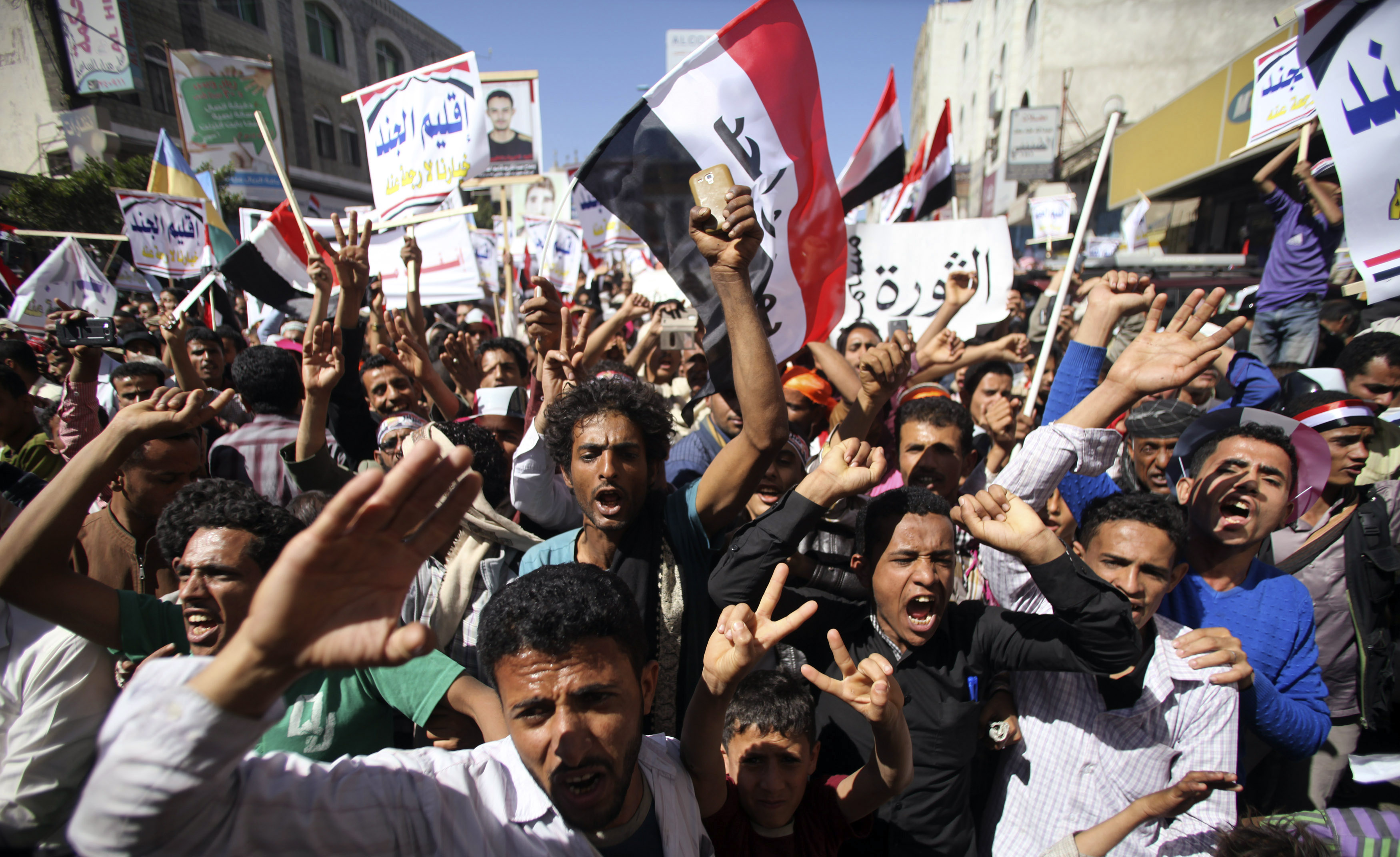 Anti-Houthi protesters in Yemen