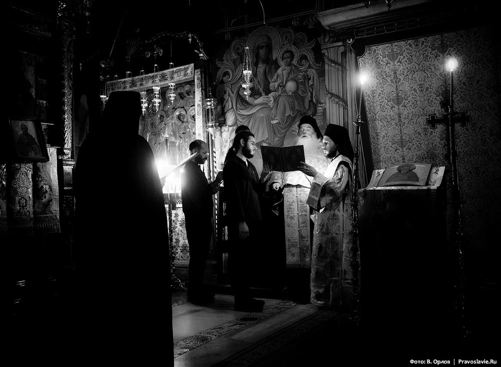During a service in Athanasius the Athonite monastery at the Mount of Athos. Photo by Vladimir Orlov, Pravoslavie.ru