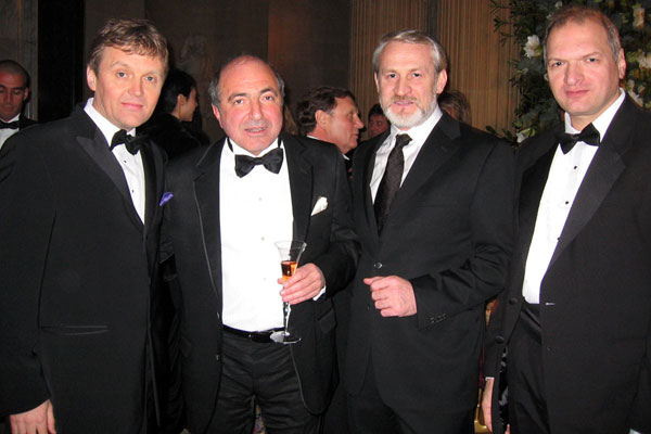From left to right: Alexander Litvinenko, Boris Serezovsky, Chechen leader Ahmed Zakaev and pocket writer Yury Felshtinsky celebrating Berezovsky's 60th anniversary in London, Jan 2006.