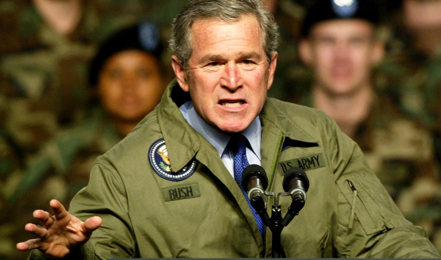 US PRESIDENT GEORGE BUSH MAKES TO POINT DURING SPEECH TO ARMY TROOPS INTEXAS. height=377