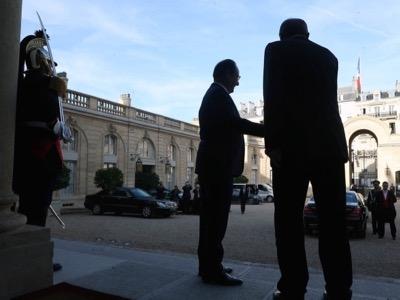 Hollande escorted Erdogan
