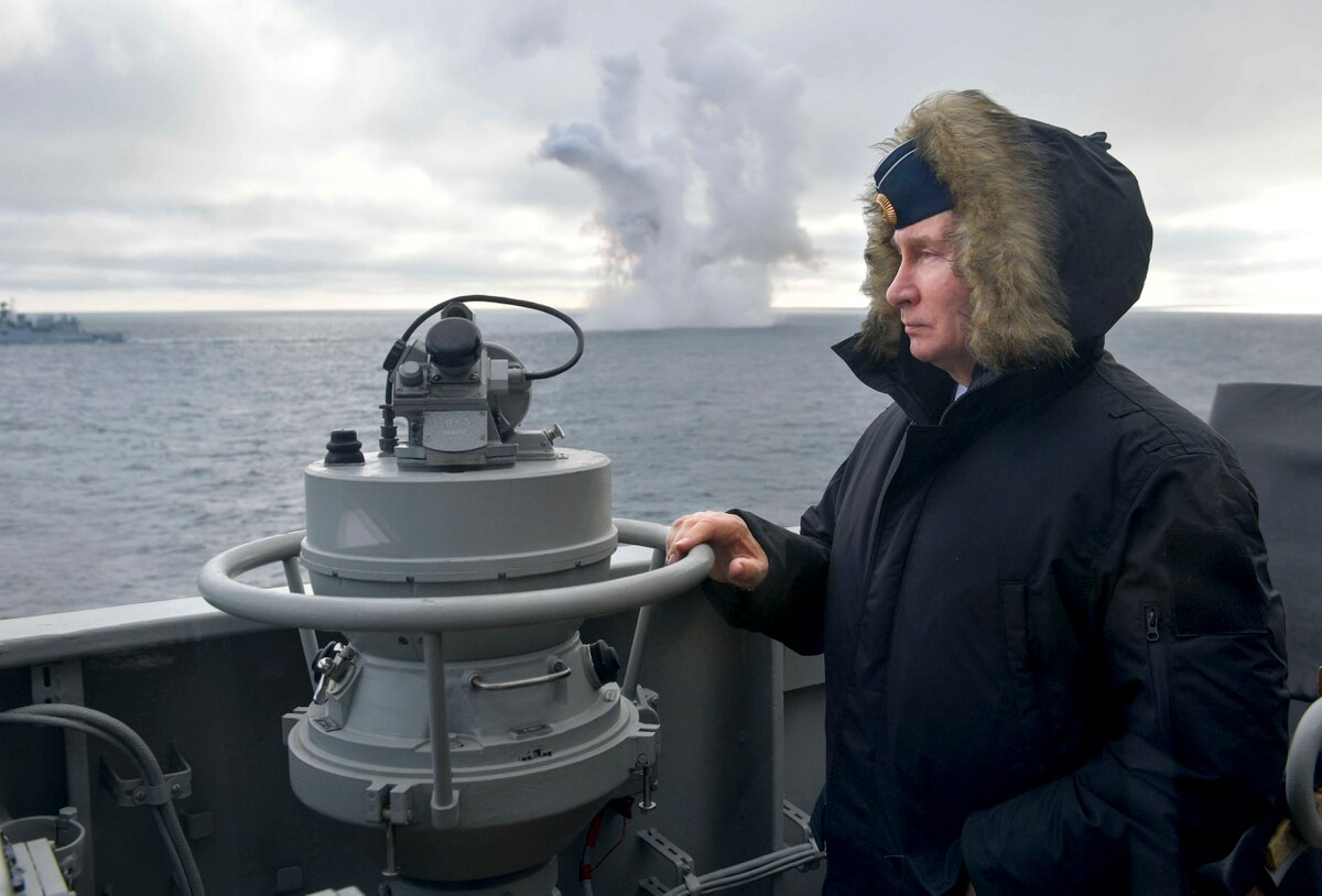 Putin watches Black Sea exercise