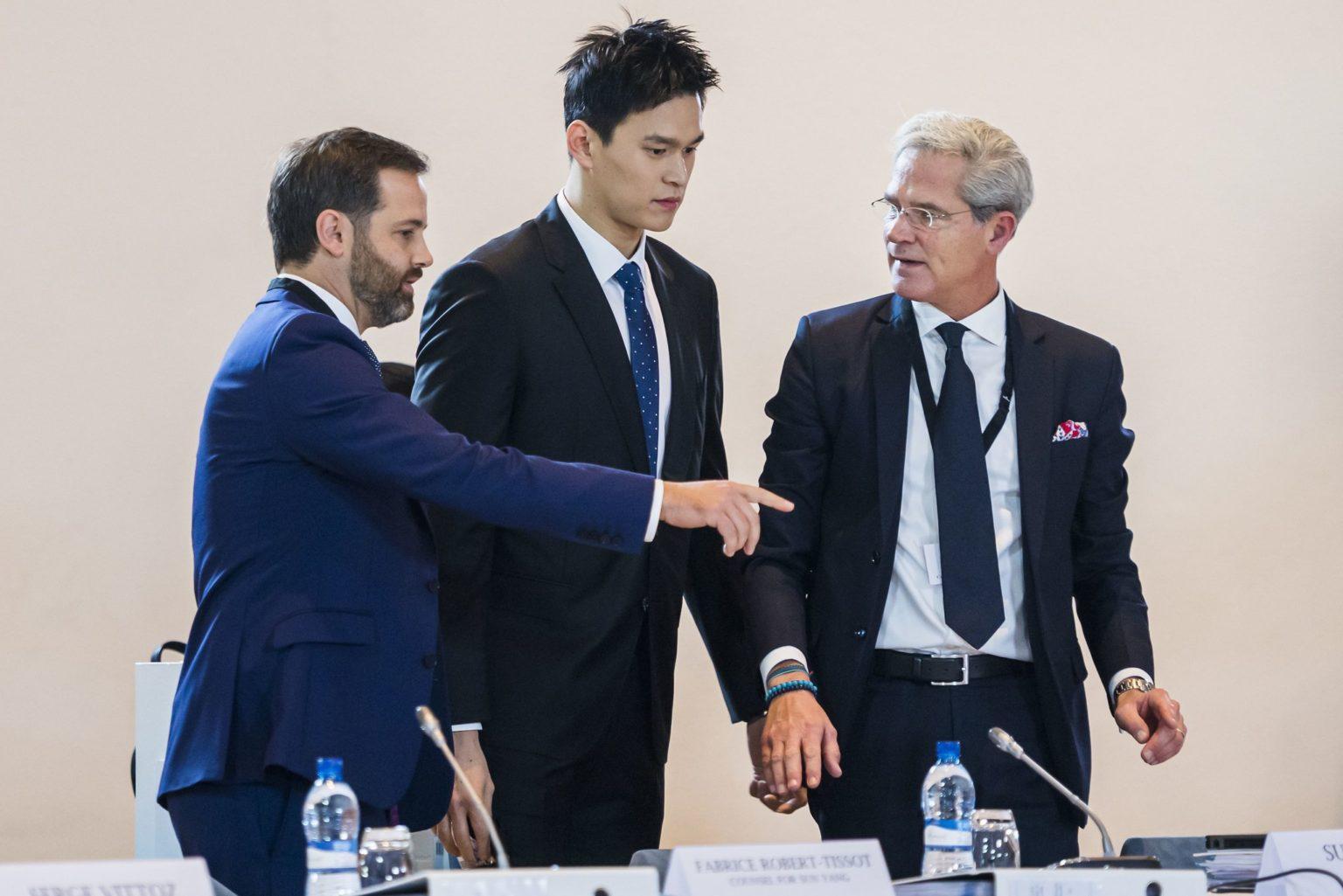 Sun Yang arrive pour une rare audience publique sur le dopage au Tribunal Arbitral du Sport