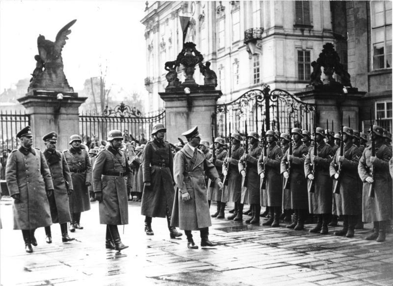 Hitler at Prgue castle