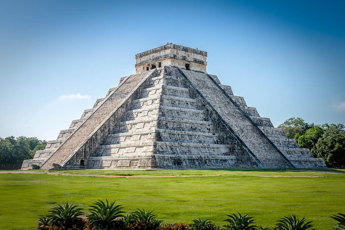 Mayan Temple pyramid of Kukulkan - Chichen Itza, Yucatan, Mexico