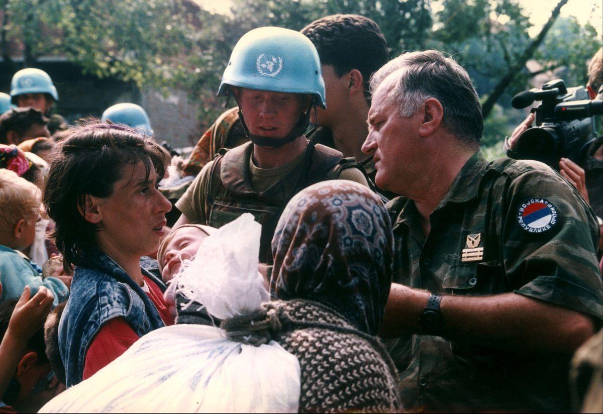 Ratdko Mladic in Srebrenica in 1995
