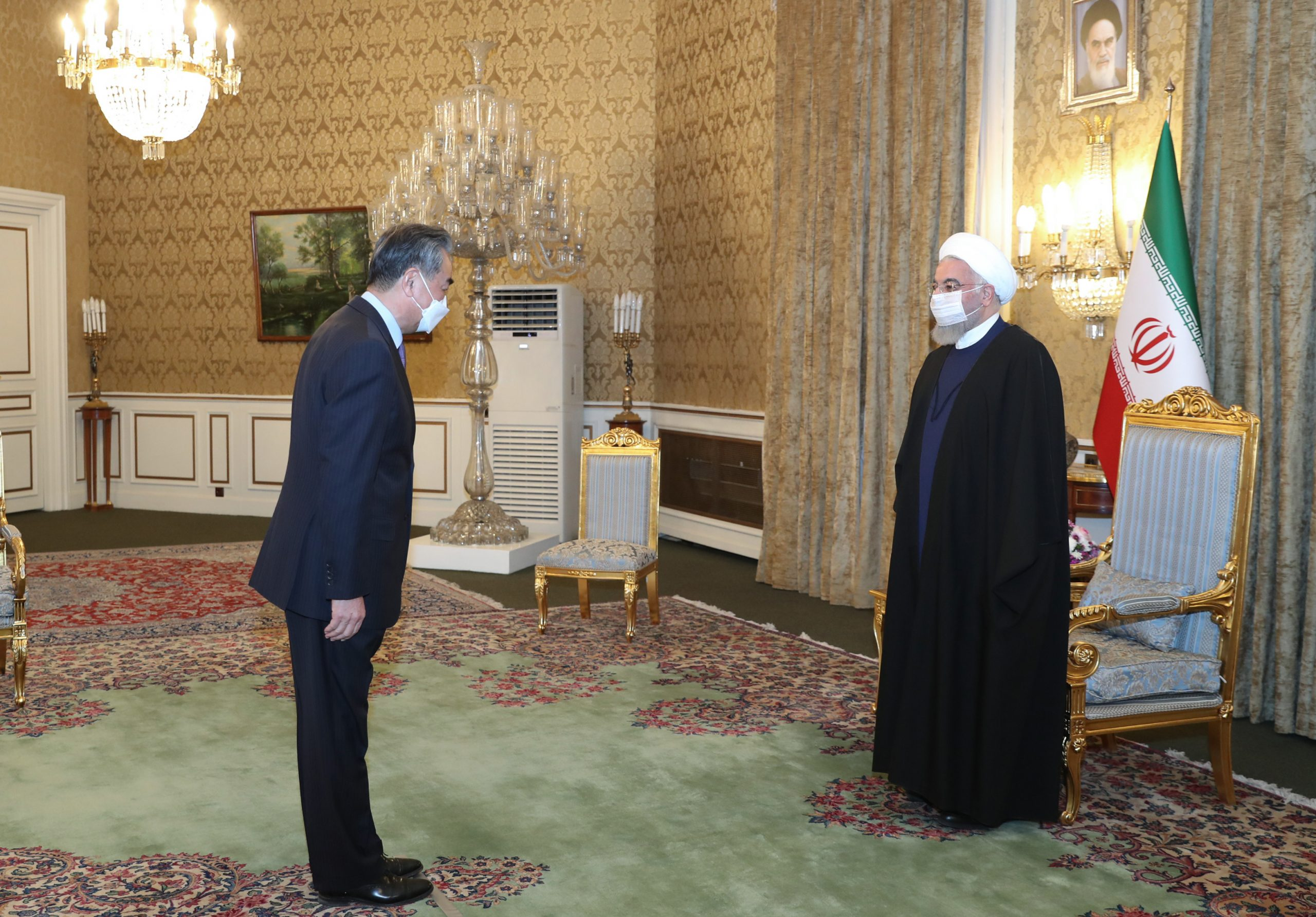 Rouhani receives Wang Yi