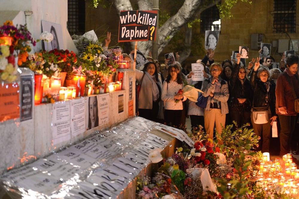 Who killed Daphne